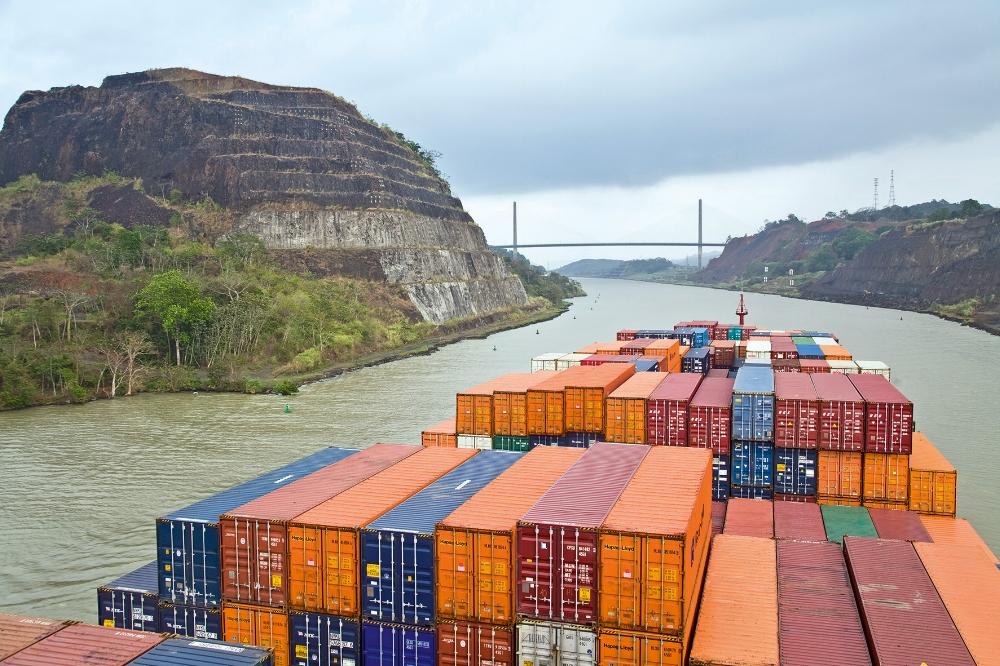 Hapag-Lloyd's  Boston Express transits the Panama Canal. ( Photo: Hapag-Lloyd )