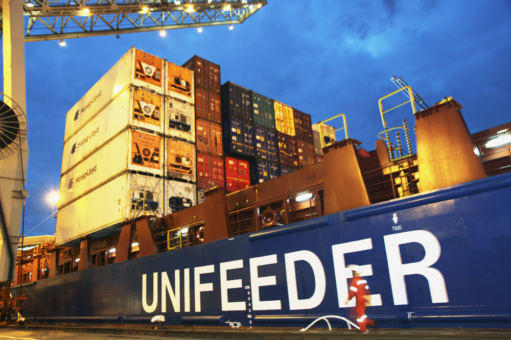 A Unifeeder containership at a quay ( Photo: Unifeeder )