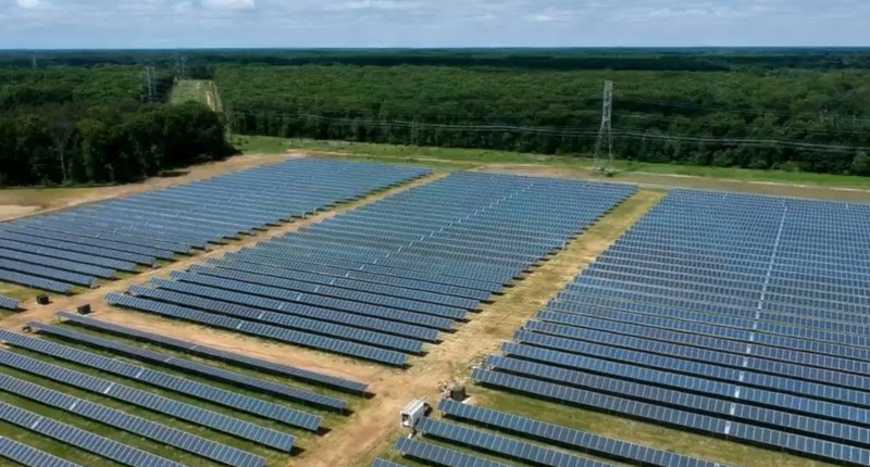 Solar fields are being used by RLS Logistics to provide power for its cold-storage warehouses. The company anticipates receiving 90% of needed energy from solar at its Newfield facility in New Jersey.