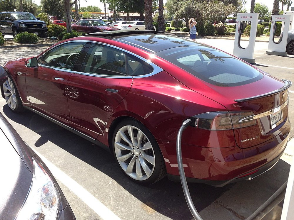 A Tesla Model 3 recharges at a Supercharger station on I-5 in the Central Valley. ( Photo: Wikimedia Commons )