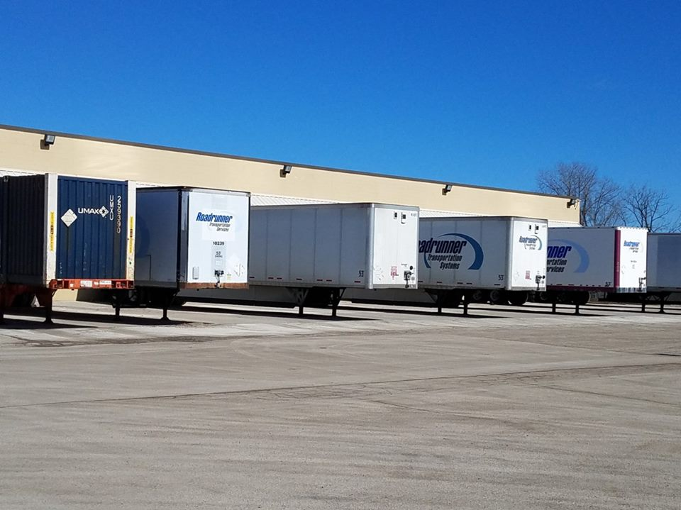 Roadrunner trailers at a warehouse (Photo: Roadrunner)