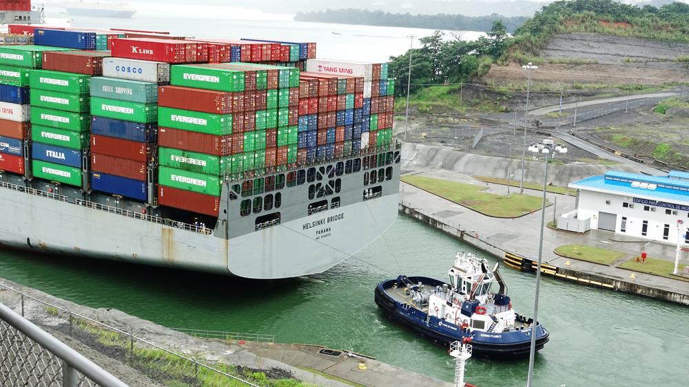 The Helsinki Bridge transiting the Panama Canal. ( Photo: Shutterstock )