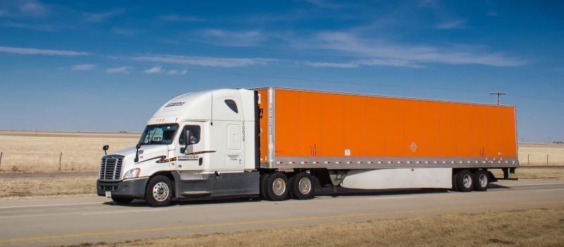 Schneider National is one of 20 fleets that participate in the annual NACFE Fleet Fuel Study. This year's study found that the fleets achieved an average of 7.28 mpg. ( Photo: Truckstockimages.com )
