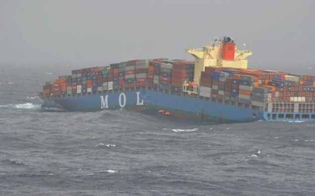 The MOL Comfort breaking apart in the waters off Yemen ( Photo: RINA )