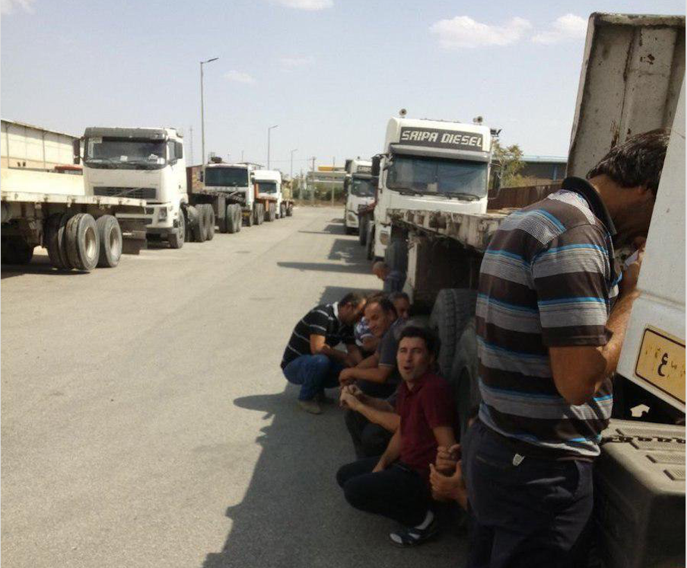 Truck drivers from the Zarandiyeh steel mill striking. ( Photo: Twitter )