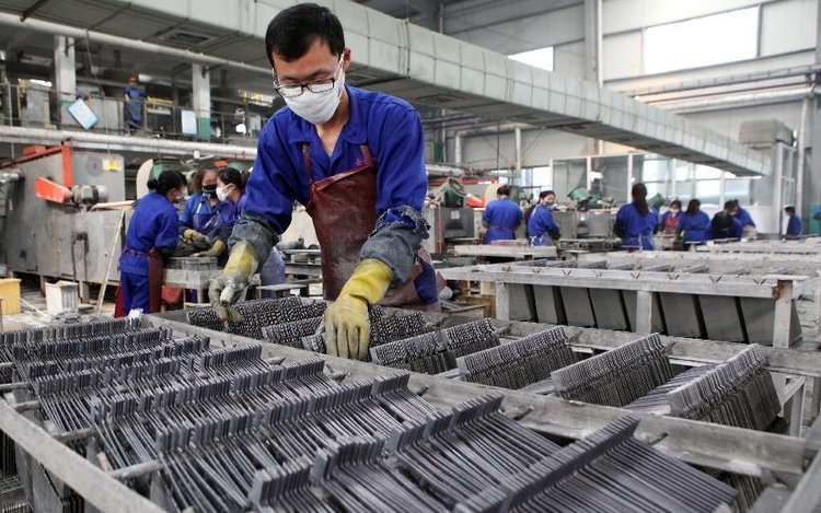 Chinese Manufacturing Growth Grinds To A Halt As Exports Tumble