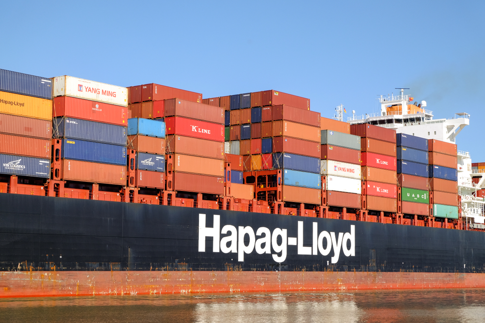A Hapag-Lloyd containership in the Port of Savanna (Photo: Iryna Liveoak / Shutterstock.com)
