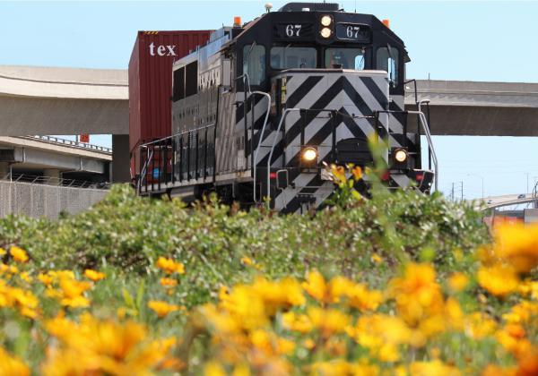 A Pacific Harbor Line train ( Photo: PHL )