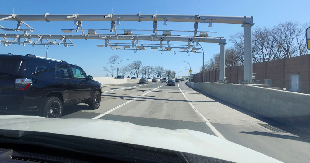 A Connecticut DOT study found that tolls on the state highways could generate $1 billion a year. Despite that, the incoming governor is focused only on adding tolls for trucks. ( Photo: Shutterstock )