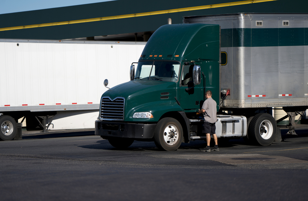 Technology can help improve driver retention by allowing fleets to incentivize drivers. ( Photo: Shutterstock )