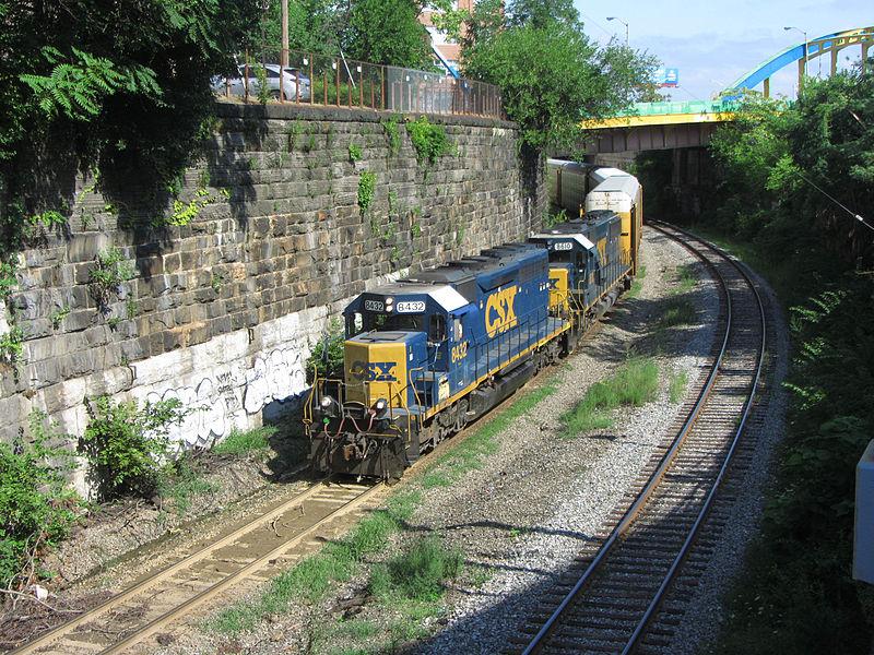 A CSX train in the Baltimore terminal subdivision ( Photo: Wikipedia/David Wilson )
