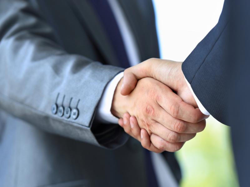 handshake merger acquisition MA shutterstock_146389226.jpg