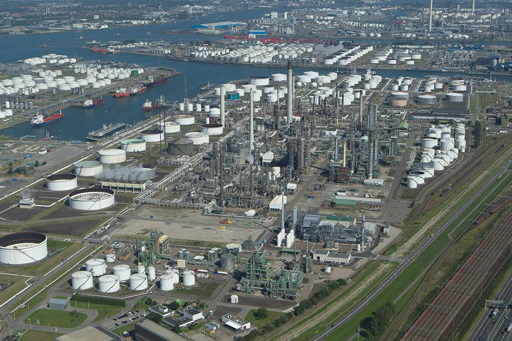 Exxon Mobil's Rotterdam refinery, which is preparing to sell IMO 2020 compliant fuel (Photo: Port of Rotterdam)