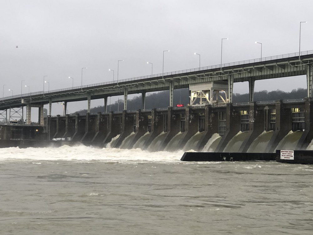 A lock on the Tennessee River ( Photo: TVA )