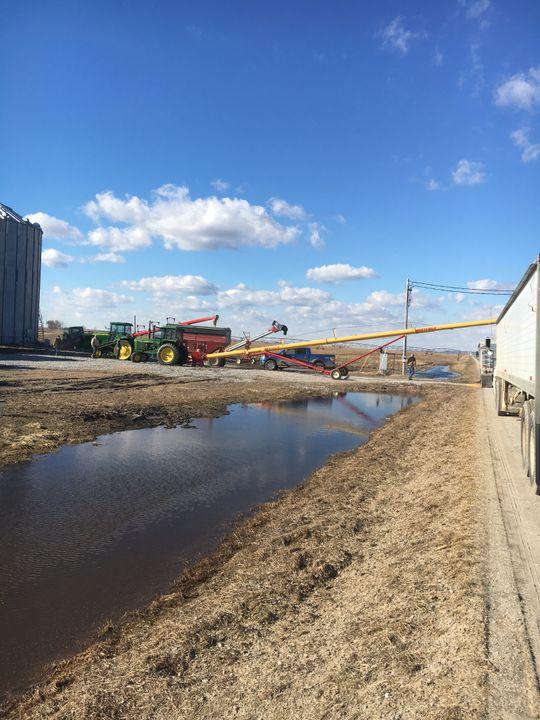 Neighbors rallied to help western Iowa farmer Jeff Jorgenson move stored corn and soybeans threatened by flooding.  (Photo: Jeff Jorgenson)