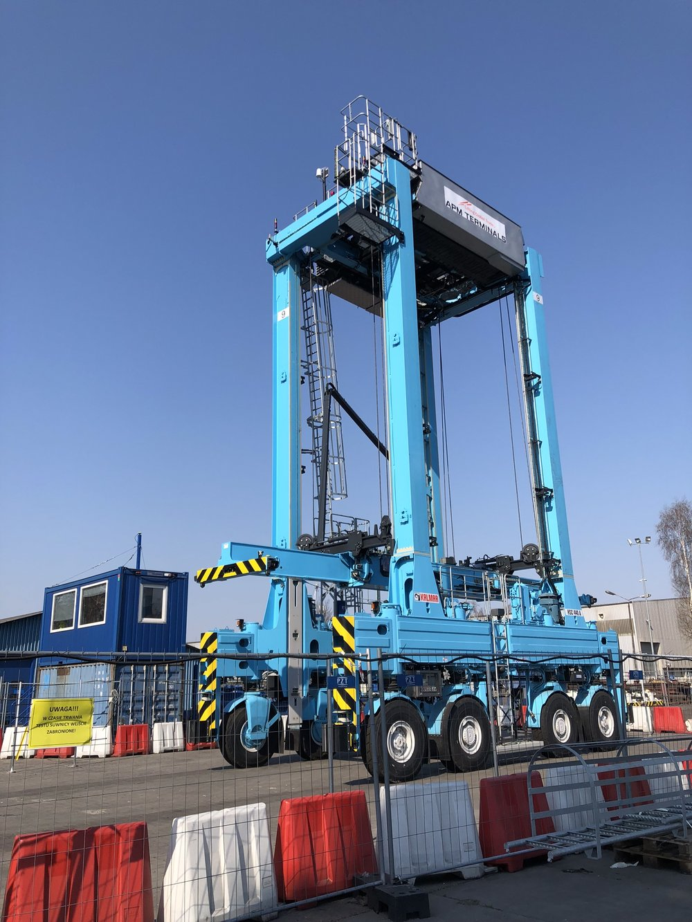 An automated straddle carrier that APM plans to test (Photo: APM)