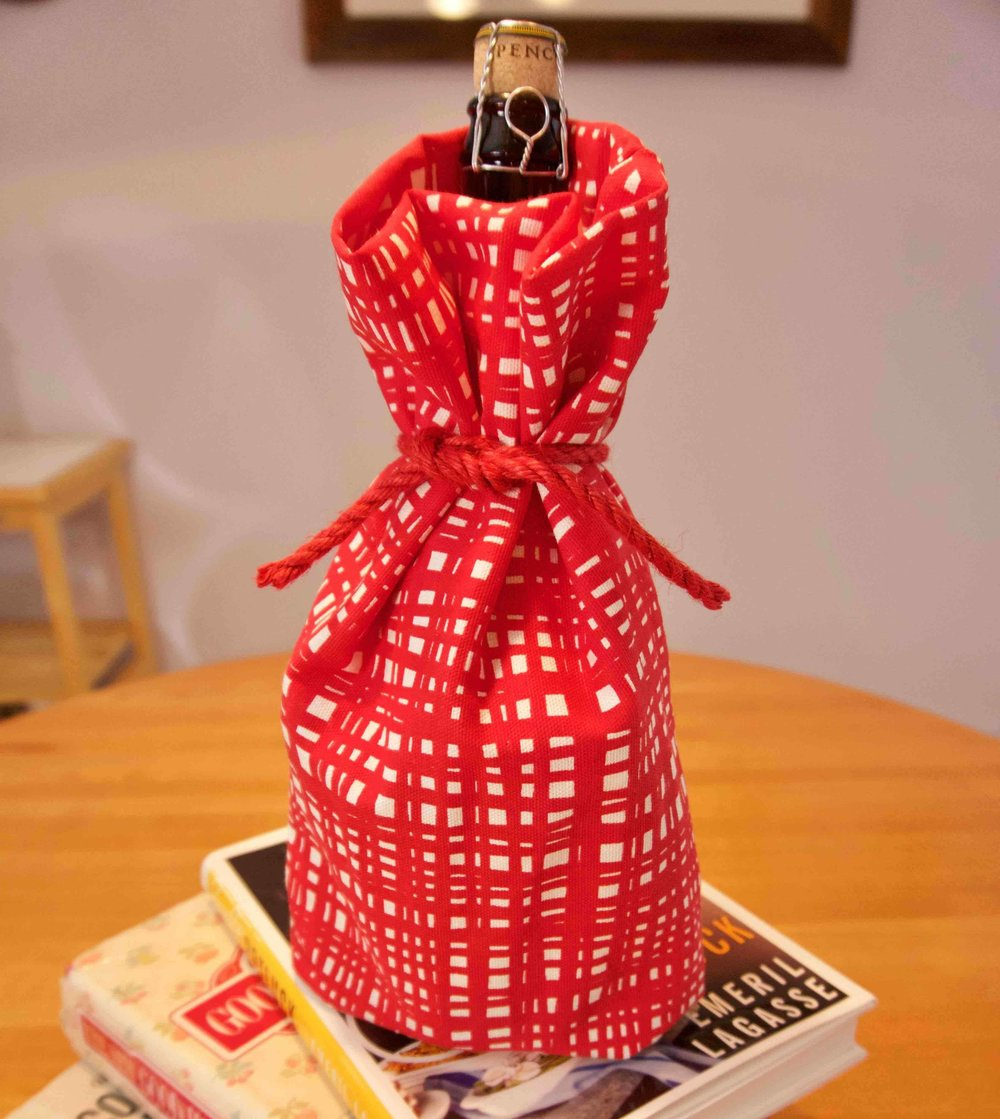 Red Checkered Wine Bottle Cover-compressed.jpg