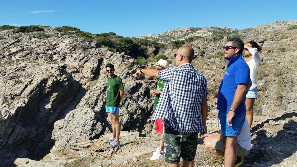 sentiero escursione Sardegna.jpg