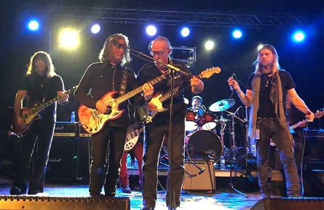 Great to share the stage with my 3 favorite guitar players!! @brianquinnguitar #barrygoudreau #jeffskunkbaxter @theamericanvinylallstarband @featherborn @candlebox