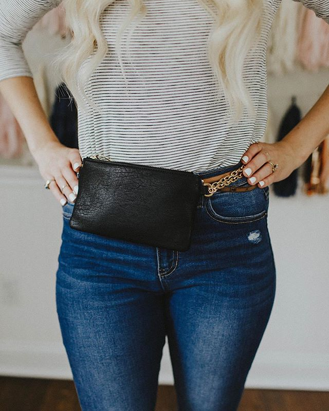 Last Fanny Pack Left!! Use promocode HOLIDAY for 15% OFF now through Dec.24th 🎄🎄🎄 #frankieandjules #fnjstyle #shopfnj #personalshopper #shopsmall #boutiquestyle #fallfashion #fallfinds #fallstyle #ootd #whatimwearing #whatiwore #bohoblogger #midwestbloggerskc #midwestdressed #outfitinspo #styleinspo #shopkc #localkc #kansascity