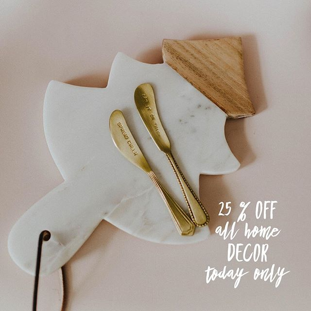 ALL Home Decor has been marked down to 25% off!! TODAY only!! 👀 our stories to see more!! #frankieandjules #fnjstyle #shopfnj #personalshopper #shopsmall #boutiquestyle #fallfashion #fallfinds #fallstyle #ootd #whatimwearing #whatiwore #bohoblogger #midwestbloggerskc #midwestdressed #outfitinspo #styleinspo #shopkc #localkc #kansascity