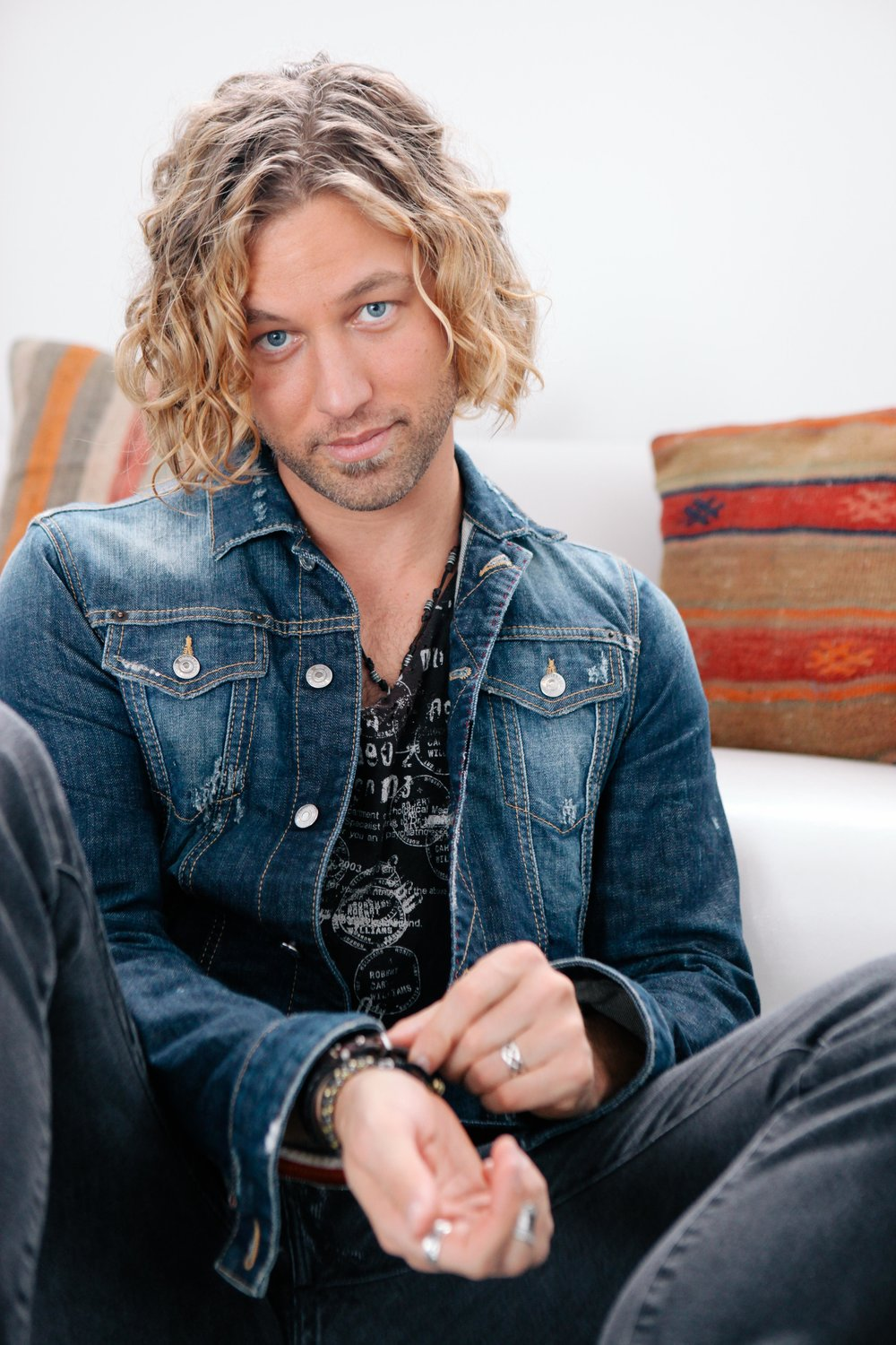 Casey James Talks New Studio Album Strip It Down Daughter