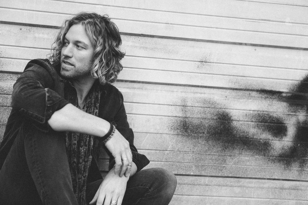 AMERICAN IDOL ALUM CASEY JAMES SIGNS WITH APA