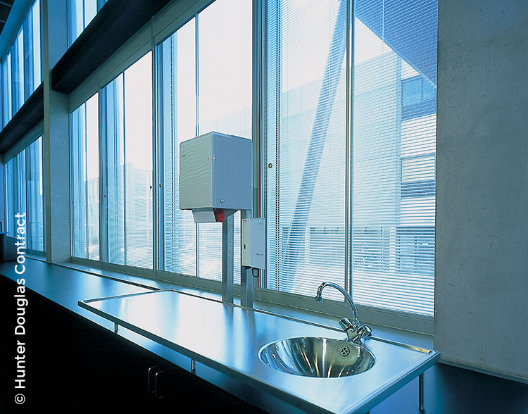 HD_COM_mini-blinds_sink.jpg