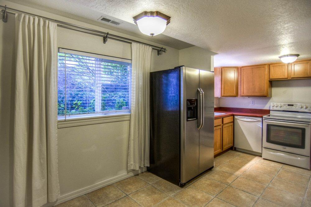 006_KitchenDining.jpg