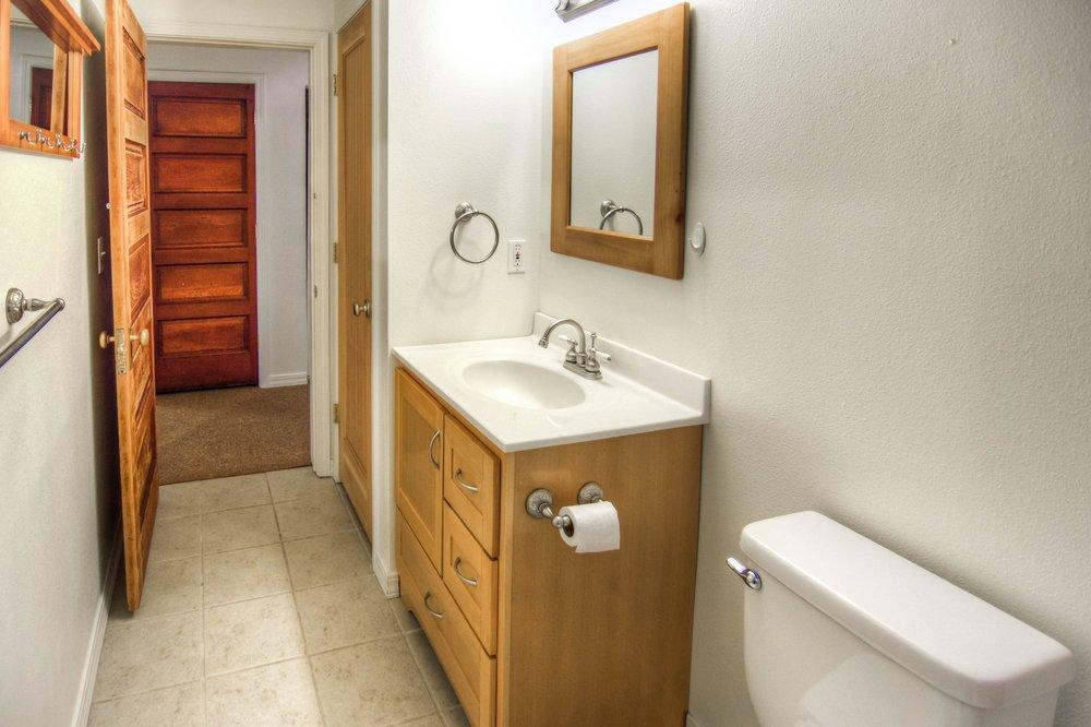 014_Bathroom.jpg