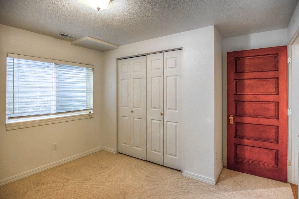 015_Bedroom.jpg
