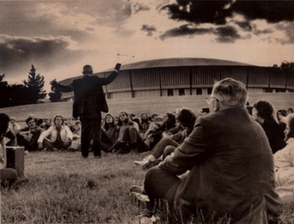 Bucky giving a lecture to students and faculty on the SIUC campus