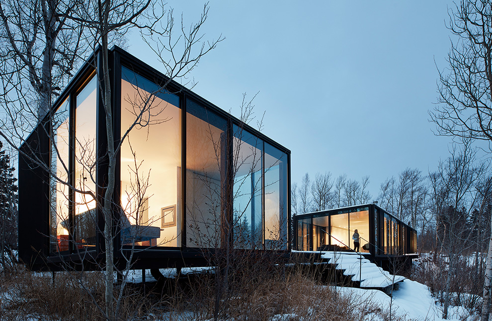 Situated on the top of a bluff overlooking Lake Superior, this modern cabin is an architectural beauty. /  Source