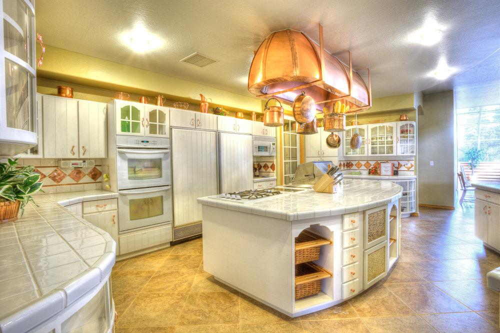 Stonehaven_HDR_Kitchen2_0021.jpg