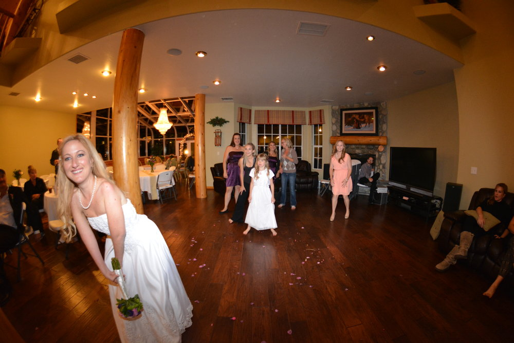 Thermes-tossing bouquet.JPG