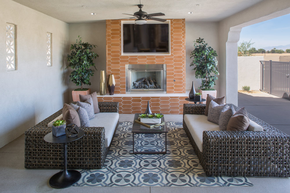 Outdoor Living Room & Fireplace