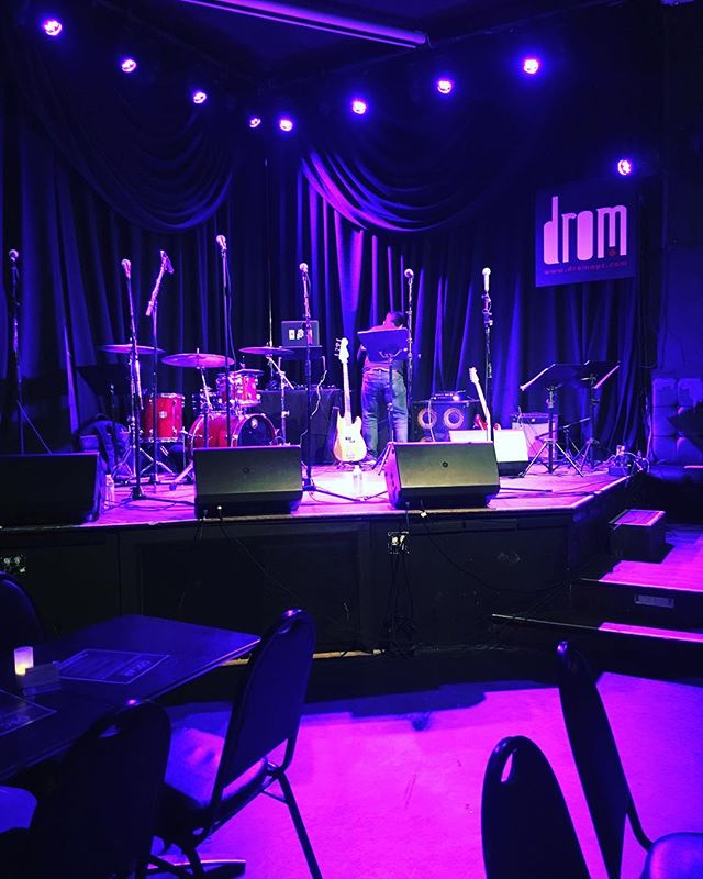 The stage is set. @oscaratthecrown tonight!