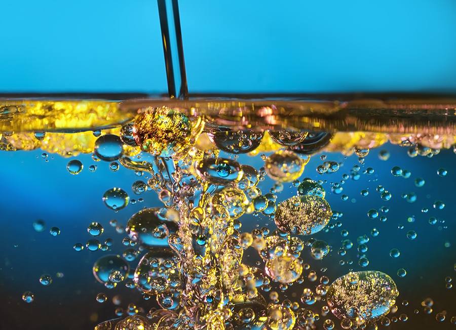 Oil_and_Waterdreamstime_xl_23662900.jpg