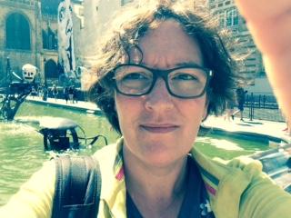 """Natacha Rault , Présidente de l'association Les CulturElles  Féministe engagée pour la visibilité des oeuvres féminines, j'ai été un temps chroniqueuse au journal Le Temps dans la rubrique """"femmes en affaires"""". Il me fallait rendre mon écriture plus efficace en terme d'impact, et de là j'ai sauté dans le vaste chaudron wikipédien, créant le projet francophone les sans pagEs, qui publie des biographies de femmes sur Wikipedia. Coache professionnelle par ailleurs, j'ai réuni des femmes expertes exceptionnelles pour mener à bien le projet Charlotte Salomon, qui est né de leurs aspirations et de leurs passions."""