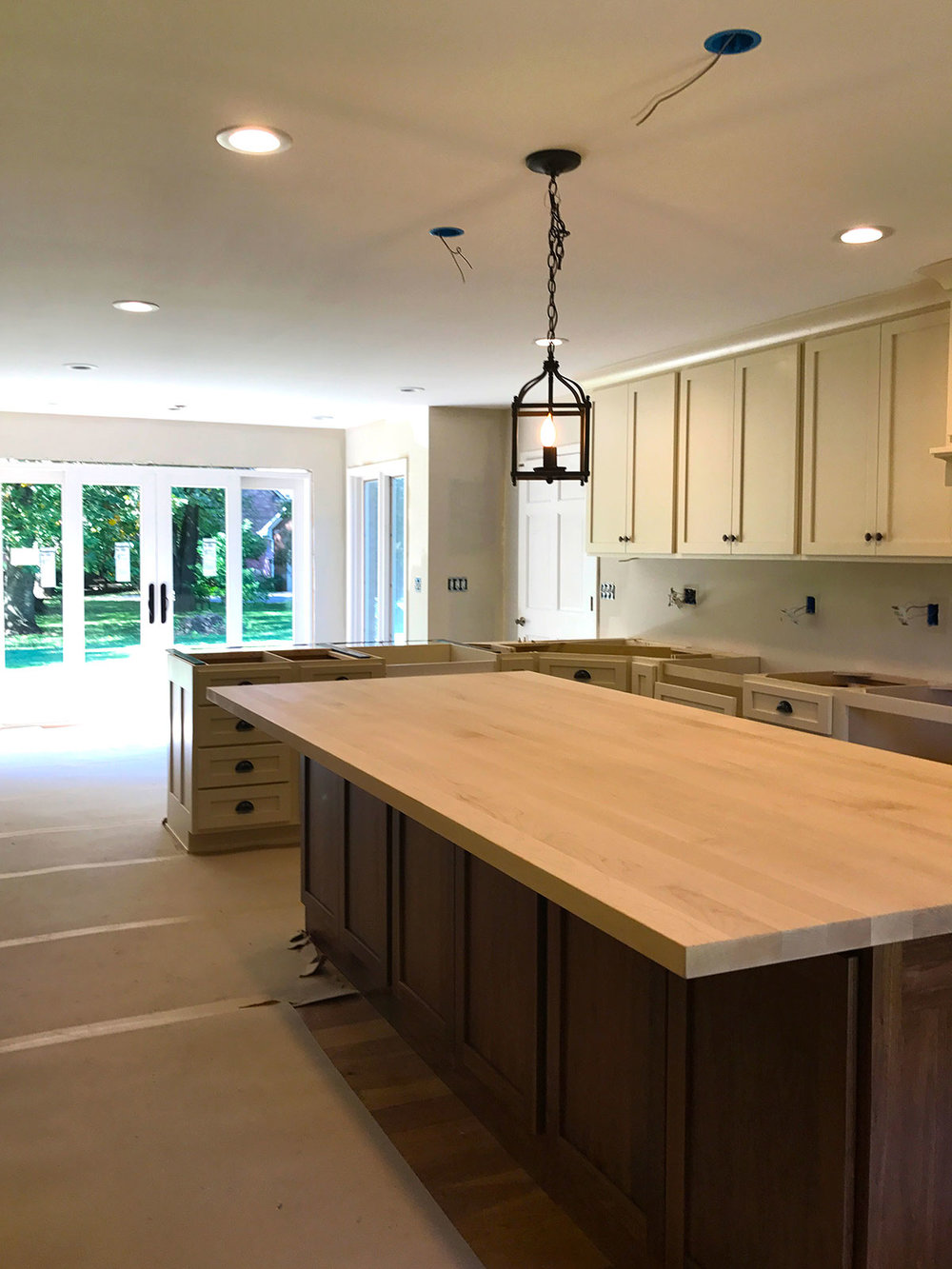 Expertly Crafted Kitchen - Amish-Built Cabinetry