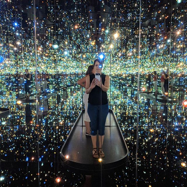 Taking the day to get inspired✨ #infinitymirrors #yayoikusama #womenartist