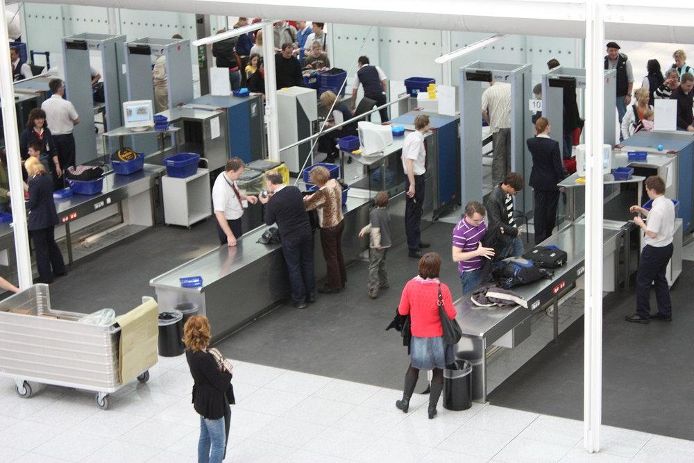 Airport_Munich_innen_2009_PD_20090404_025.jpg
