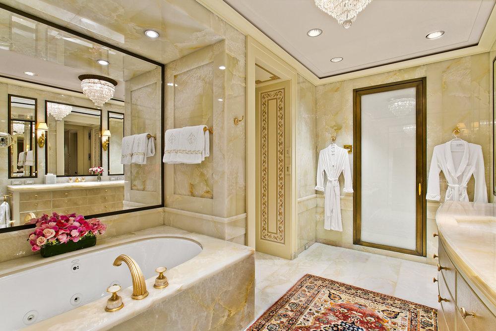 17.Master_Bathroom_2.jpg