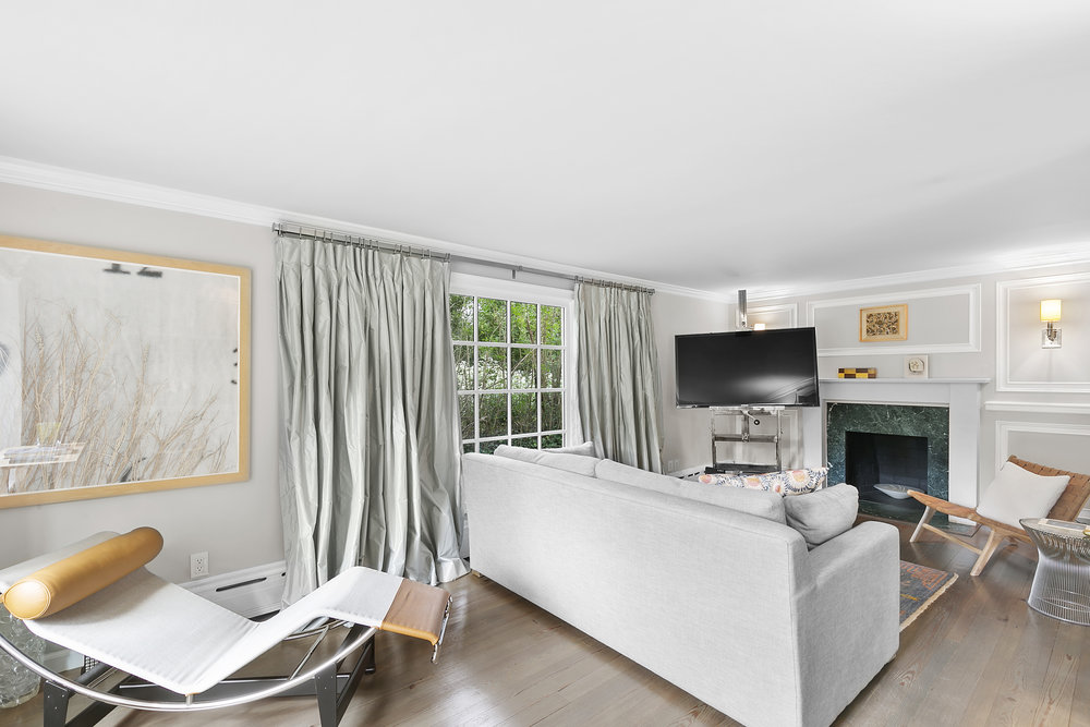 659HillStreetSouthamptonVillageNewYork_TheresaTerri_Brown_DouglasElliman_Photography_70964631_high_res.jpg