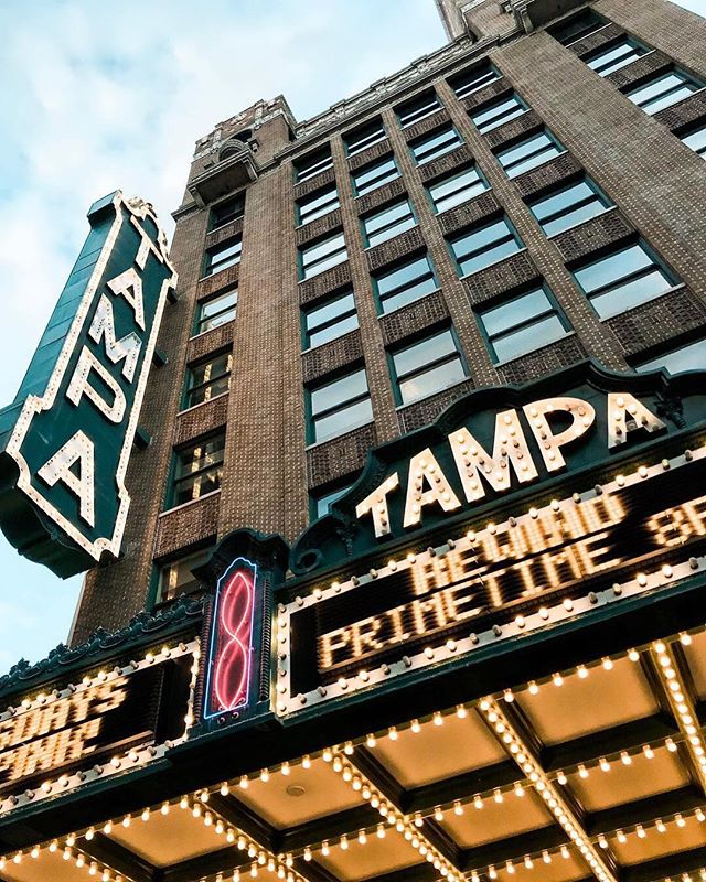 We can't be the only ones with some holiday shopping still left to do 😅🎁 . For anyone else looking for a great gift in a pinch there's always something special going on at @tampatheatre from movies and speakers to live music and comedy shows! The gift of an experience, especially one at Tampa Theatre, is one where you can't really go wrong. For more info on what they have going on head to the link in their bio ➡️⠀ .⠀ 📷: @sunkissedindecember ⠀
