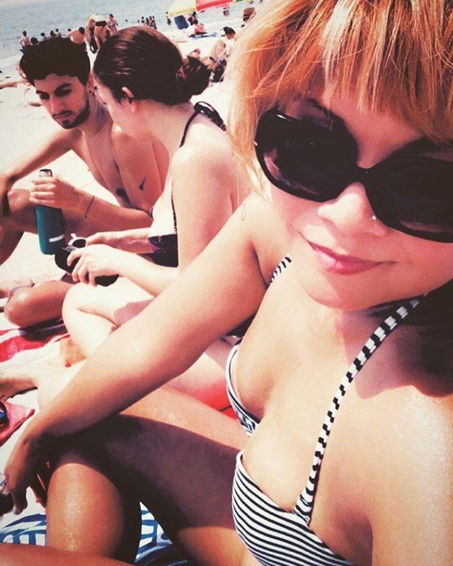 Beach calling w/ my girl  #nyc #newyorkgirls #girlygirl #popartist #emogirl #thaigirl #valenzuela #beachday #brightonbeach #bestfriends
