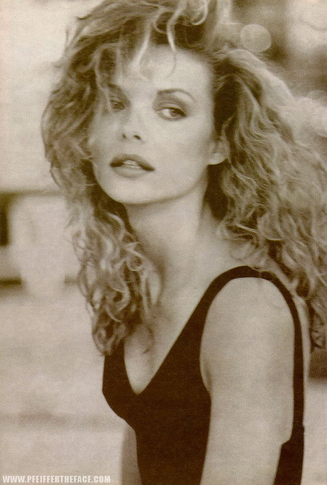 Michelle-Pfeiffer-michelle-pfeiffer-6734803-674-1000