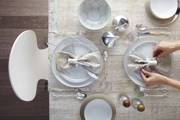 3-holiday-table-settings_a48c-holiday table settings scandinavian modern_2