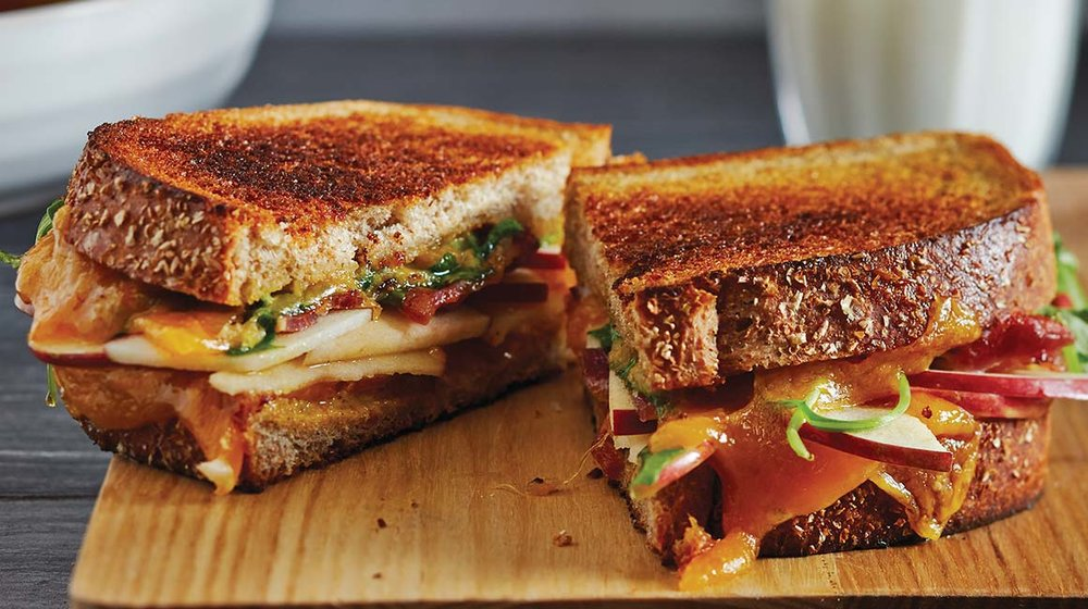 Grilled-cheese-pomme-bacon-1160x650-BS009645-PUB-69931.jpg