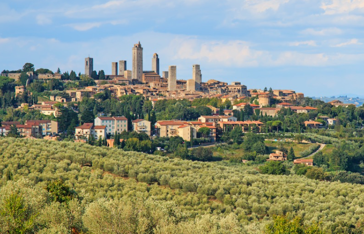 San Gimignano delle Belle Torri is a small medieval town dating back to the eighth century. It is perhaps the most famous of Tuscany's small towns. San Gimignano boasts 14 medieval towers that overlook picturesque olive groves and vineyards. If you want to know what Tuscany was like in medieval times, visit San Gimignano and stroll along the narrow cobblestone streets.